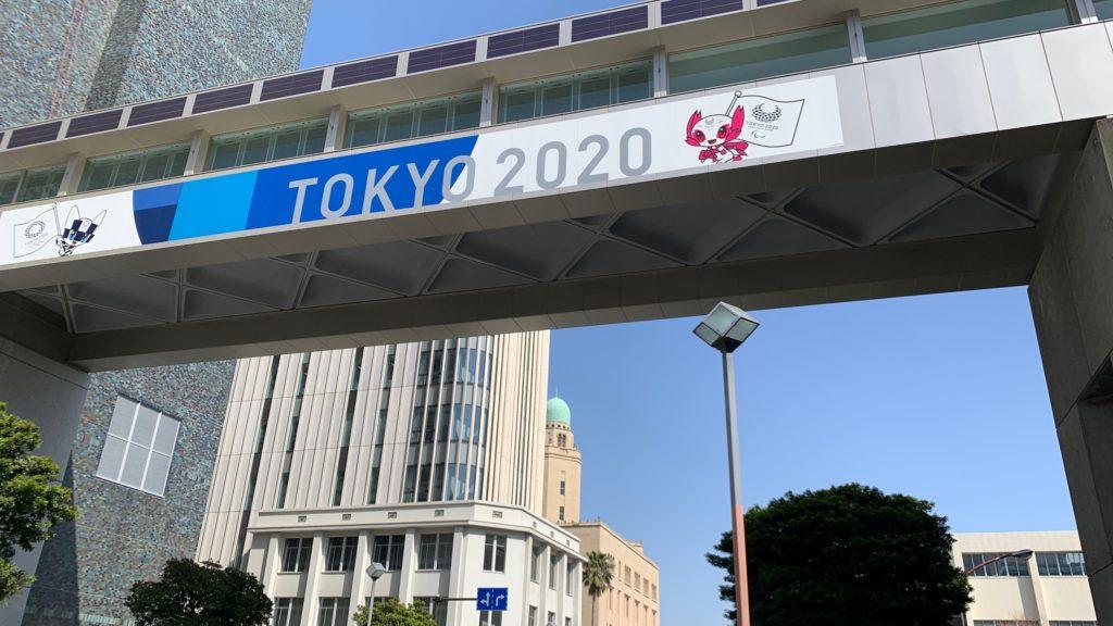 神奈川県庁新庁舎4階-本庁舎3階間の渡り廊下