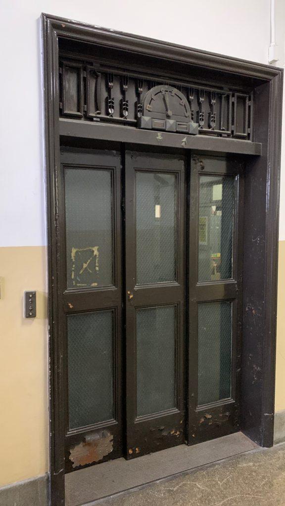 神奈川県庁本庁舎の気になるドア