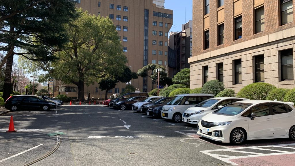 神奈川県庁本庁舎の駐車場